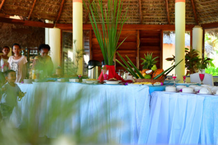 Restaurant avec buffet à Nosy Saba